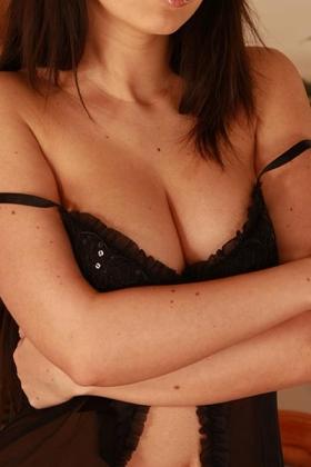 Escort dame Cynthia met mooie volle borsten